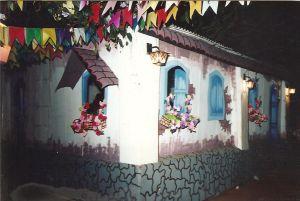 Cenario feito à mão festa junina em escola infantil 1992
