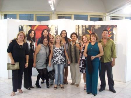 Colegas do ateliê prestigiando o sucesso de Soraya